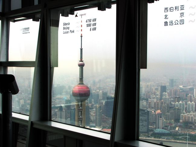 pohľad-na-Oriental-Pearl-Tower-z-Jin-Mao-Tower